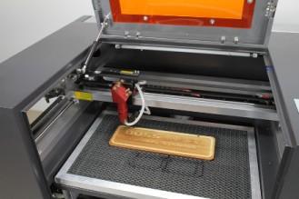 Mesin engrave laser